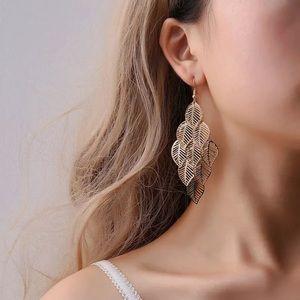 Jewelry - 🆕 Leaf Chandelier Statement Earrings